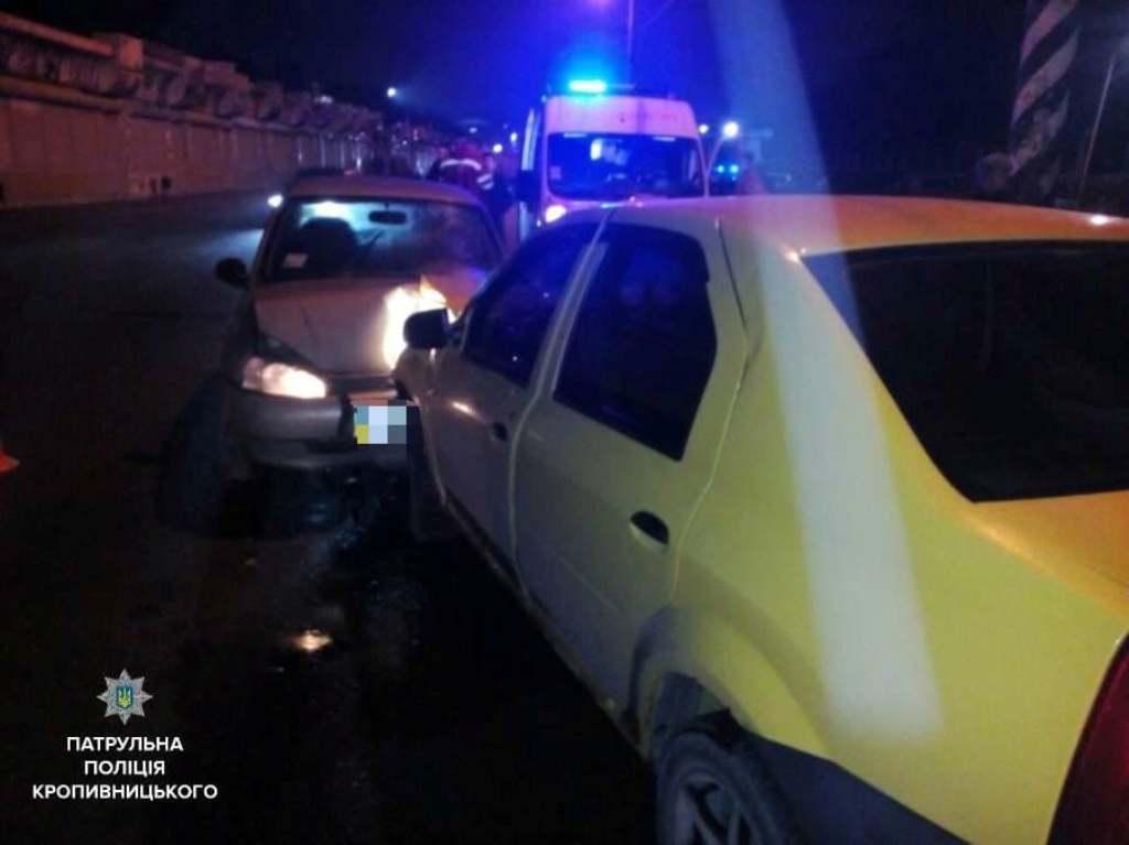 Без Купюр Вночі сталося 2 ДТП, унаслідок яких 4 автомобіля розтрощені. ФОТО, ВІДЕО Події  Кропивницький ДТП