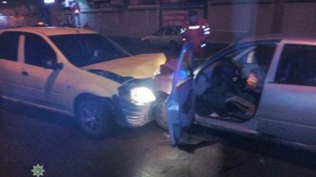Вночі сталося 2 ДТП, унаслідок яких 4 автомобіля розтрощені. ФОТО, ВІДЕО