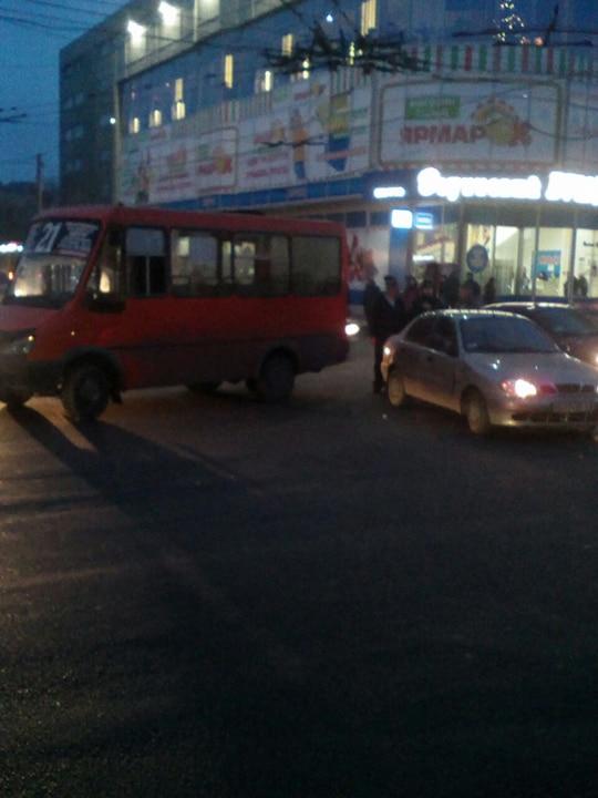 """У Кропивницькому в ДТП потрапили дві маршрутки і  """"Lanos"""". ФОТО - 2 - Події - Без Купюр"""