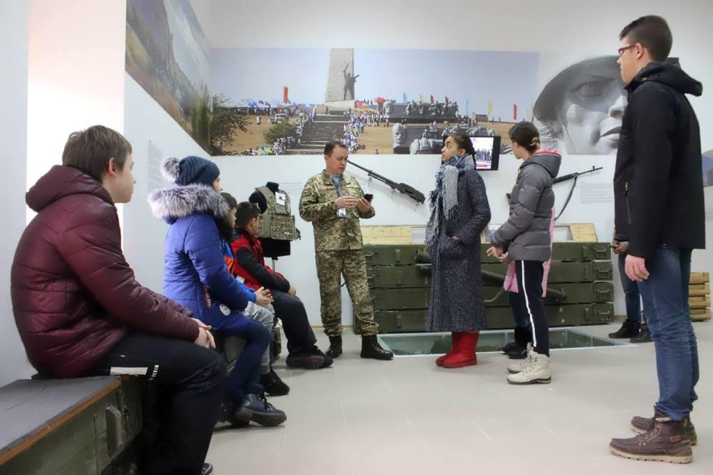Без Купюр | Події | У Кропивницькому учні альтернативної школи побували в музеї спецпризначенців. ФОТО 6