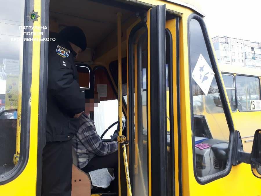 Кропивницький: патрульні виявили несправність гальм у 3 маршруток, перевізників оштрафували. ФОТО 3