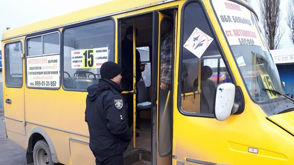 Кропивницький: патрульні виявили несправність гальм у 3 маршруток, перевізників оштрафували. ФОТО 1