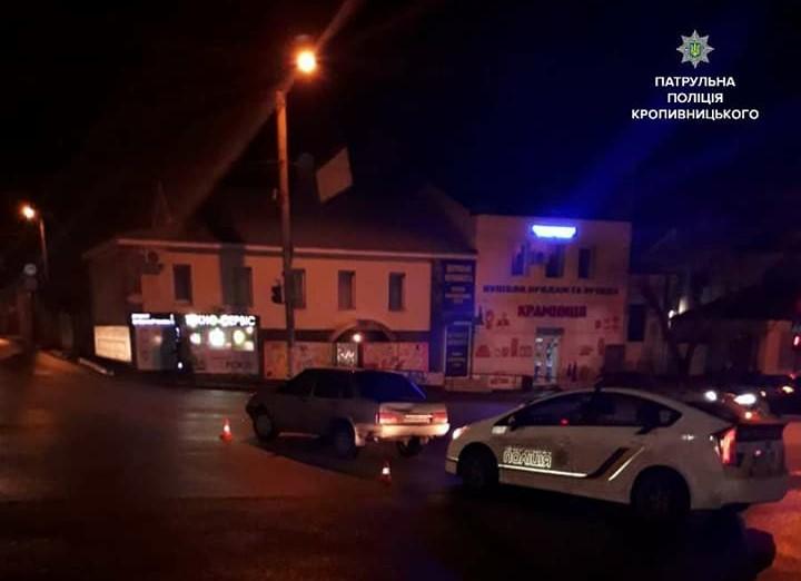 У Кропивницькому нетвереза жінка намагалася втекти від патрульних, залишивши авто на перехресті. ФОТО - 1 - Життя - Без Купюр