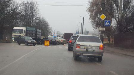 У Кропивницькому «Geely» врізався в «Nissan», який заглух на повороті. ФОТО, ВІДЕО