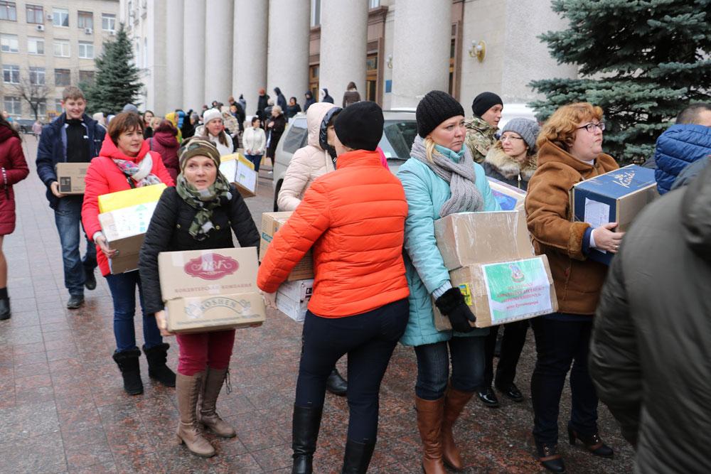 У Кропивницькому зібрали десятки пакунків допомоги для військових. ФОТО 21 - Життя - Без Купюр