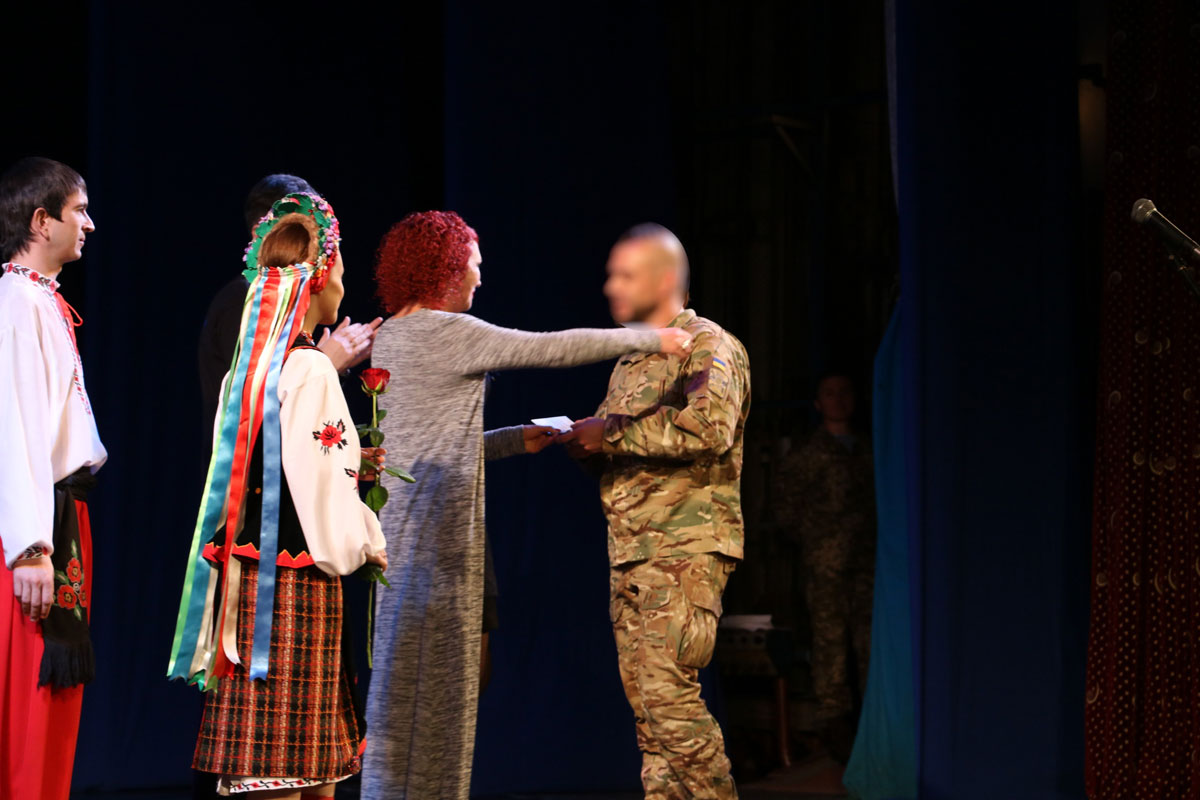 Спецпризначенців Кропивницького нагородили срібними медальйонами від волонтерів. ФОТО - 2 - Життя - Без Купюр