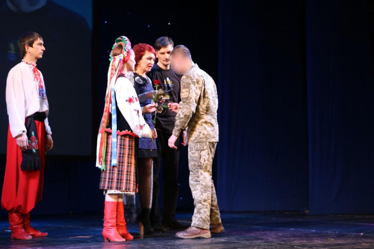 Спецпризначенців Кропивницького нагородили срібними медальйонами від волонтерів. ФОТО - 6 - Життя - Без Купюр