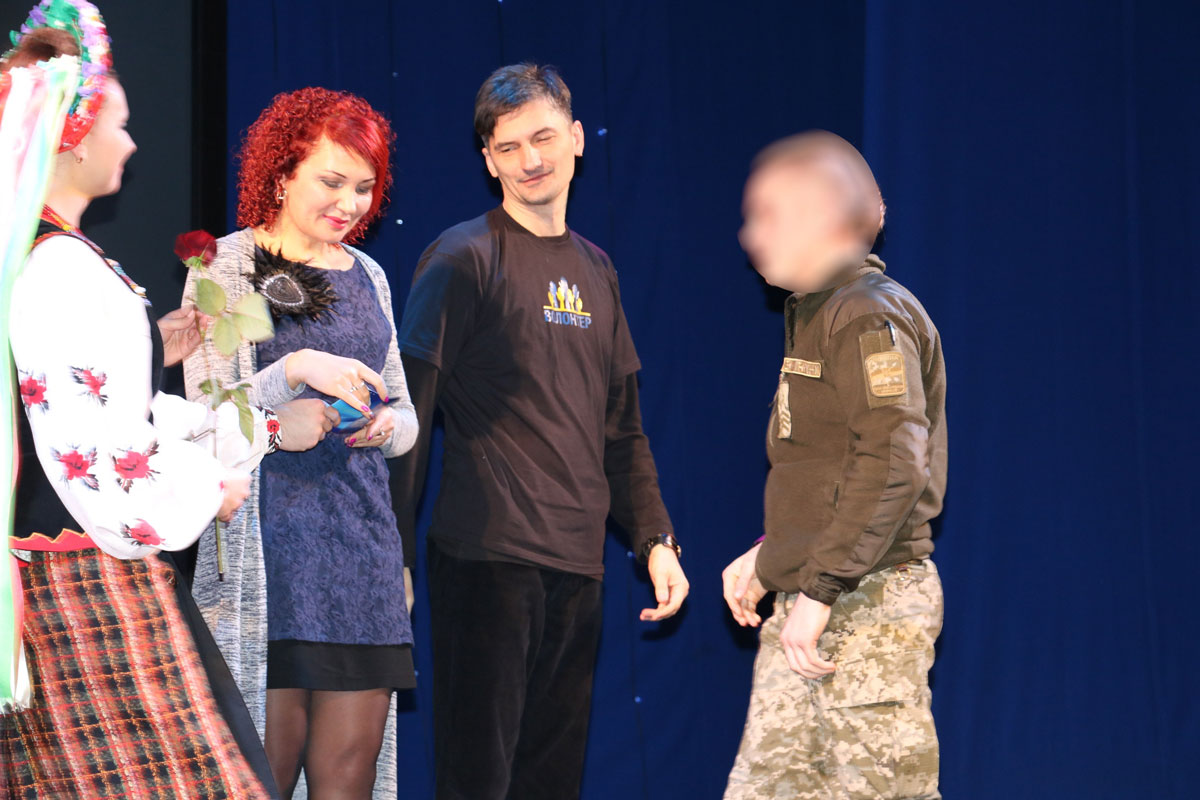 Спецпризначенців Кропивницького нагородили срібними медальйонами від волонтерів. ФОТО - 8 - Життя - Без Купюр