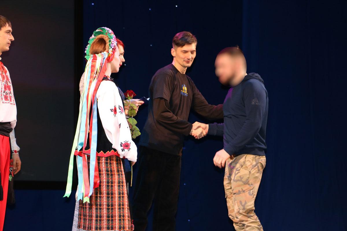 Спецпризначенців Кропивницького нагородили срібними медальйонами від волонтерів. ФОТО - 10 - Життя - Без Купюр