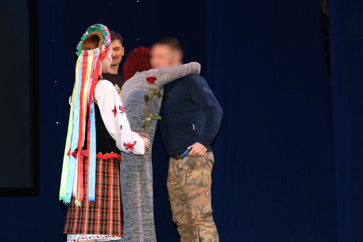 Без Купюр Спецпризначенців Кропивницького нагородили срібними медальйонами від волонтерів. ФОТО Життя  спецпризначенці Оксана Червоная нагороди Кропивницький