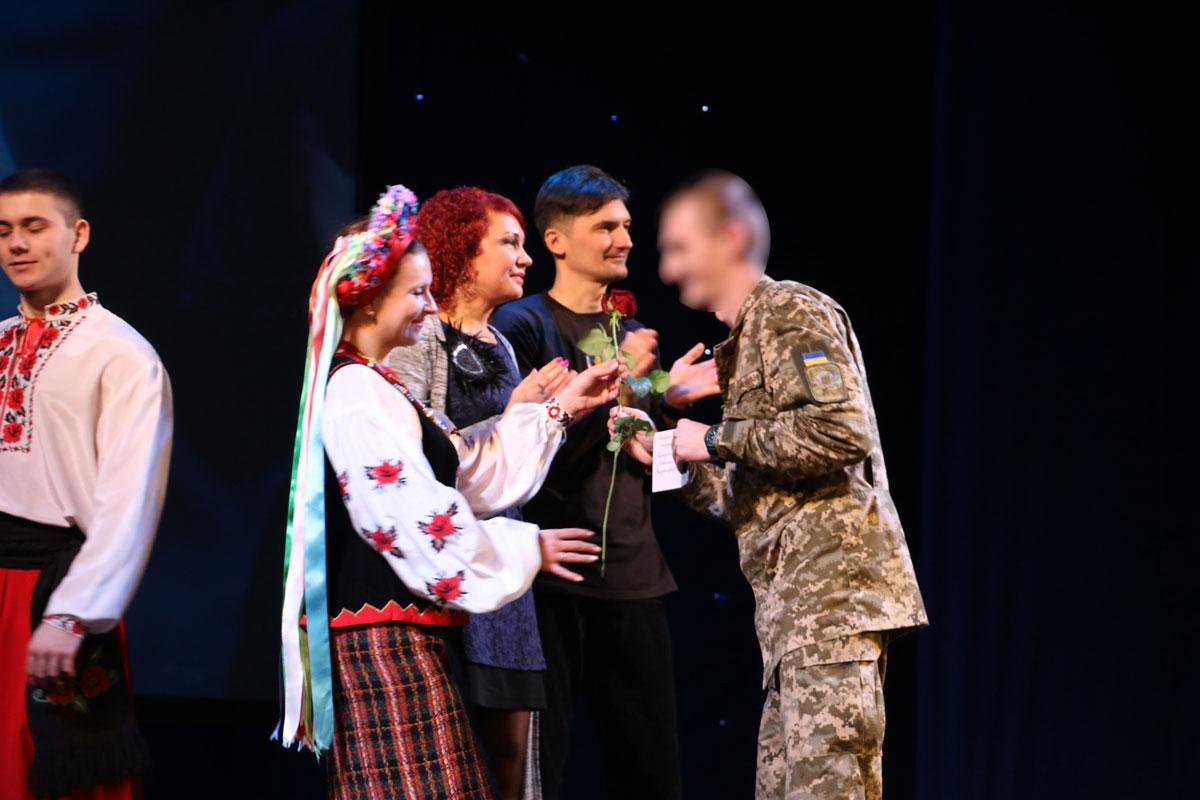 Спецпризначенців Кропивницького нагородили срібними медальйонами від волонтерів. ФОТО - 15 - Життя - Без Купюр