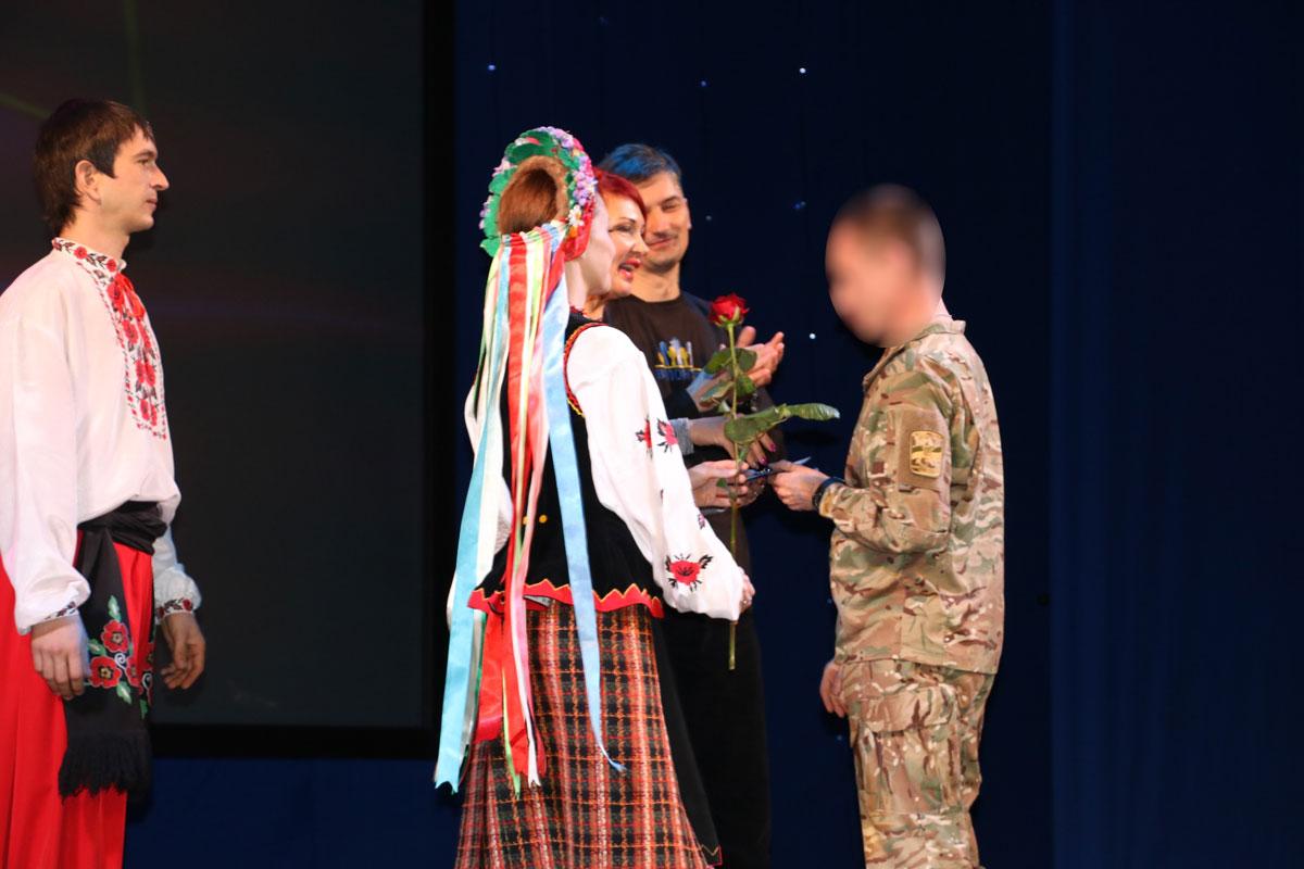Спецпризначенців Кропивницького нагородили срібними медальйонами від волонтерів. ФОТО - 16 - Життя - Без Купюр
