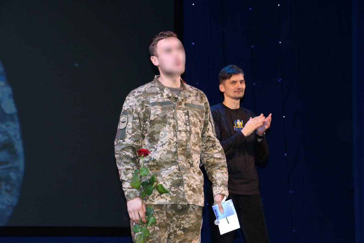 Спецпризначенців Кропивницького нагородили срібними медальйонами від волонтерів. ФОТО - 17 - Життя - Без Купюр