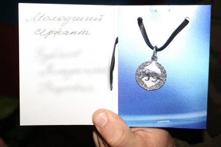 Спецпризначенців Кропивницького нагородили срібними медальйонами від волонтерів. ФОТО