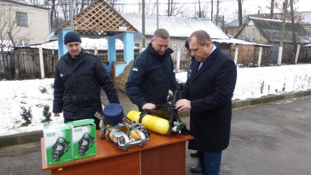 На Кіровоградщині голову РДА пропіарили на засобах захисту для рятувальників, придбаних за кошти з держбюджету