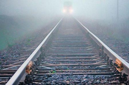 У Кропивницькому патрульні спіймали чоловіка, який розбирав залізничну колію. ФОТО