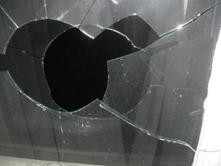 Головному спеціалісту спецінспекції Кропивницького побили вікна. ВІДЕО