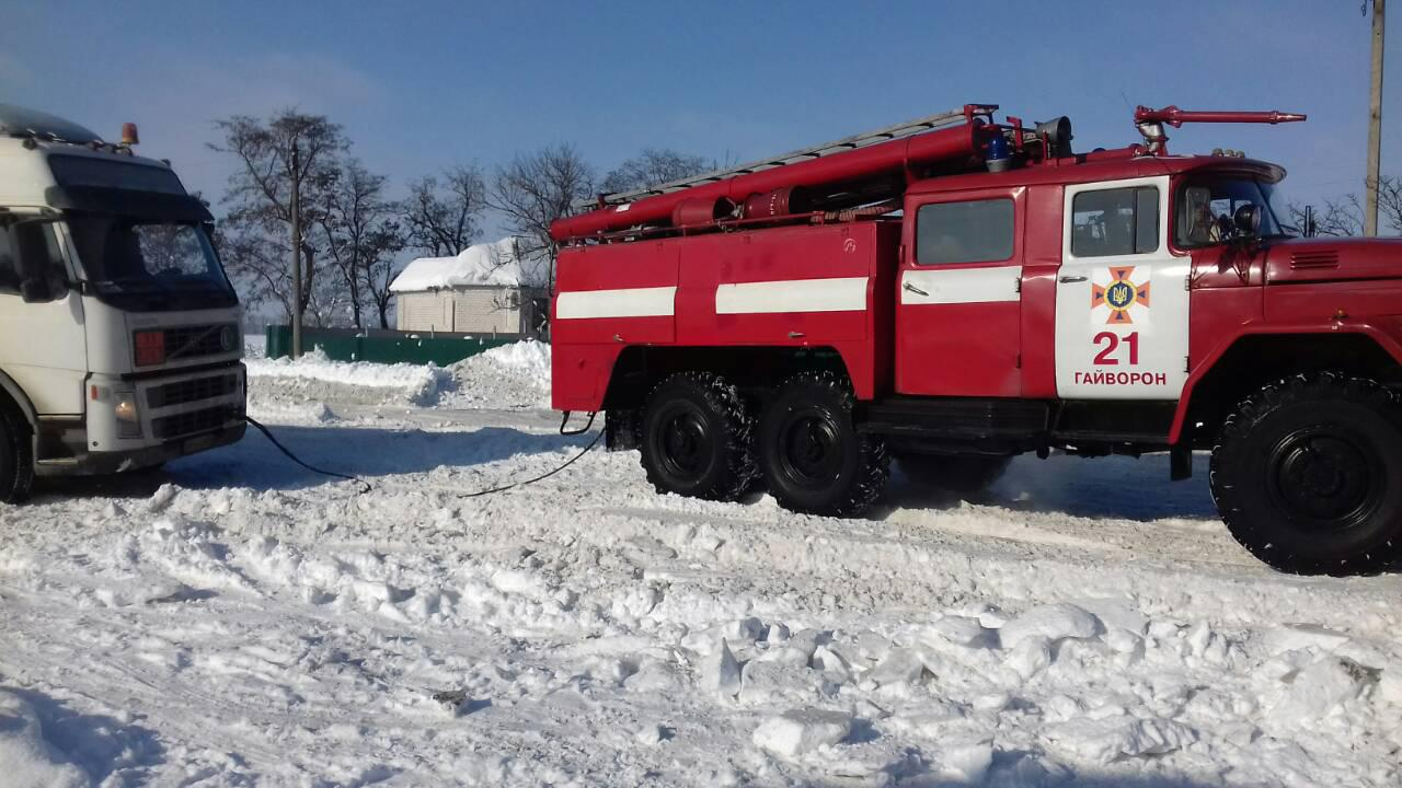 Рятувальники Кіровоградщини допомогли вибратись зі складних ділянок дороги майже 800 водіям. ФОТО 1