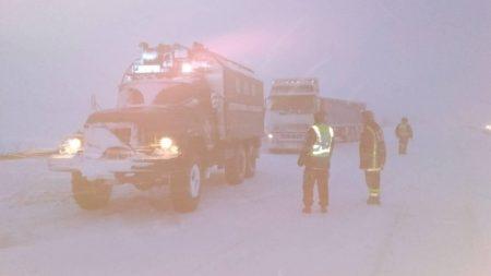 На Кіровоградщині зі складних ділянок дороги рятувальники витягнули 17 автомобілів. ФОТО
