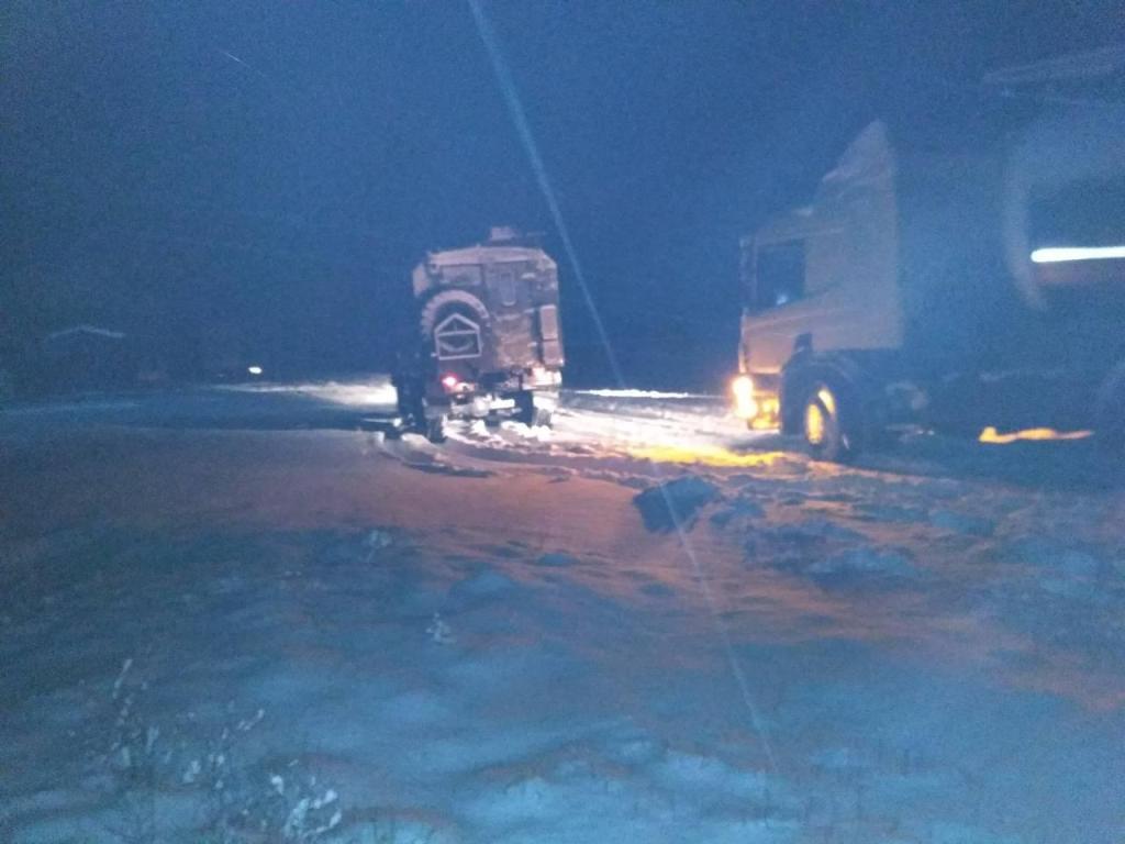 На Кіровоградщині зі складних ділянок дороги рятувальники витягнули 17 автомобілів. ФОТО 3 - Події - Без Купюр