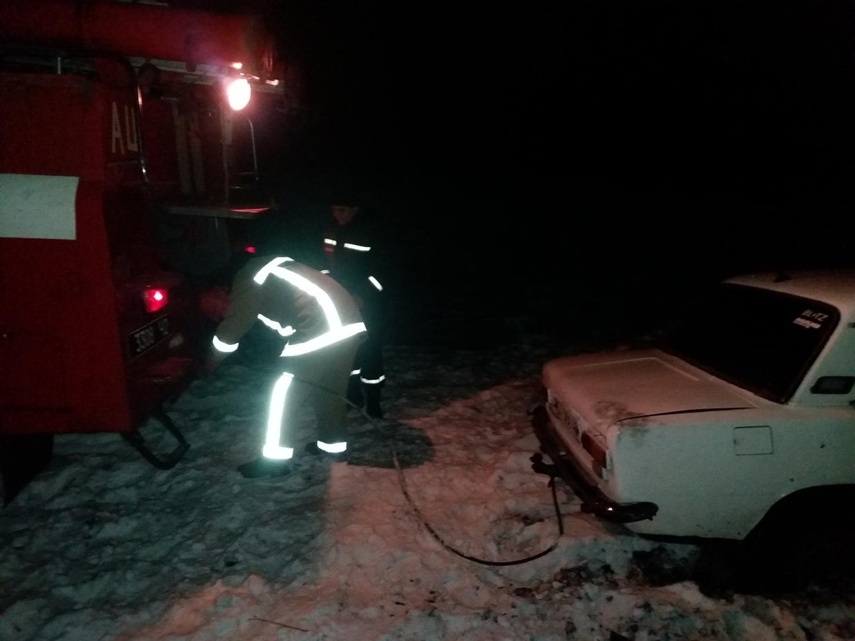Рятувальники Кіровоградщини допомогли вибратись зі складних ділянок дороги майже 800 водіям. ФОТО 3