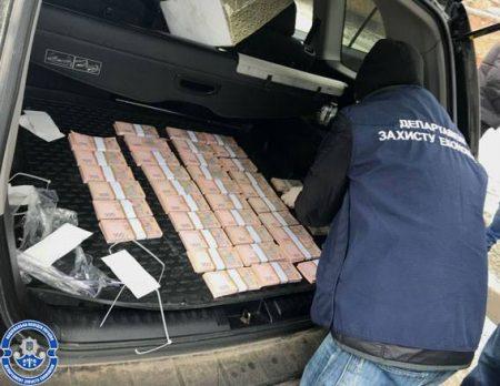 У Кропивницькому на хабарі у 2 мільйони затримали керівника будівельного підприємства. ФОТО