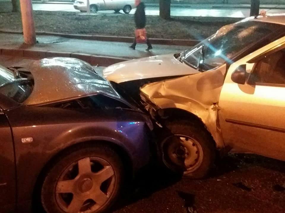 У Кропивницькому водій Audi виїхав на зустрічну й врізався в Renault Logan. ФОТО Фото 1 - За кермом - Без Купюр - Кропивницький