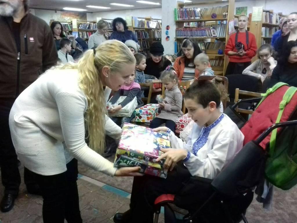 Різдво в коробках: діти з Кіровоградщини отримали подарунки від волонтерів з Ісландії. ФОТО - 11 - Благодійність - Без Купюр