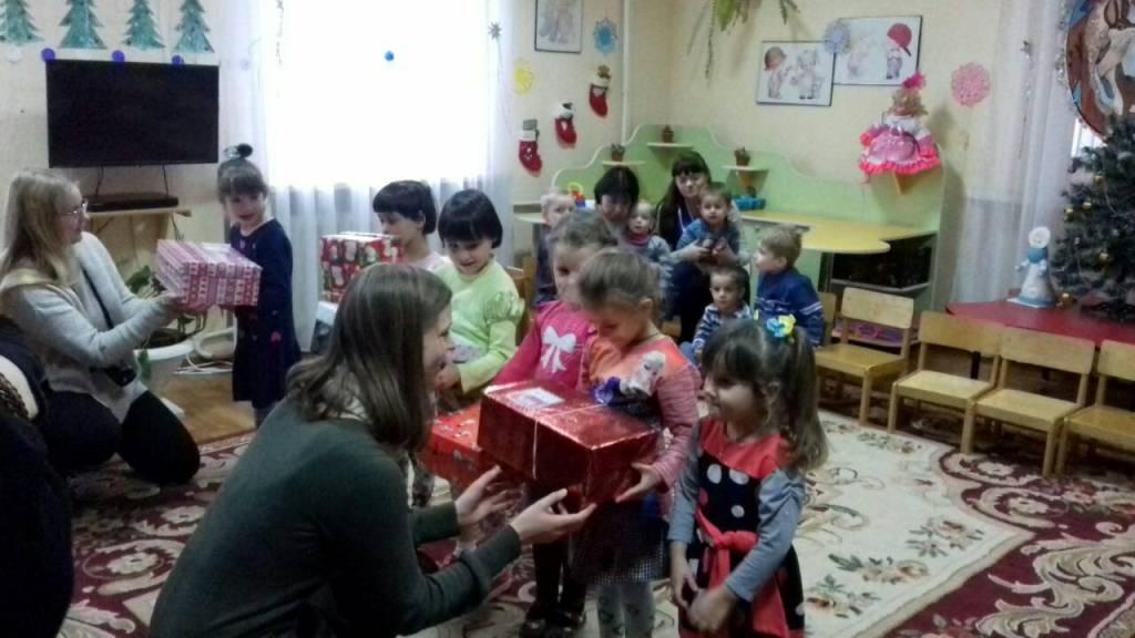 Різдво в коробках: діти з Кіровоградщини отримали подарунки від волонтерів з Ісландії. ФОТО - 8 - Благодійність - Без Купюр