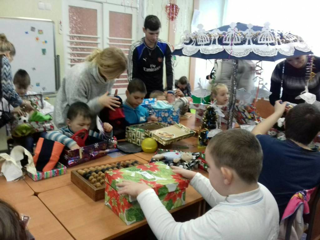 Різдво в коробках: діти з Кіровоградщини отримали подарунки від волонтерів з Ісландії. ФОТО - 6 - Благодійність - Без Купюр