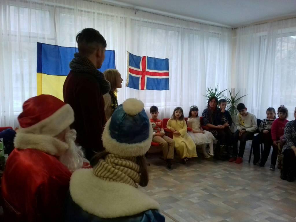 Різдво в коробках: діти з Кіровоградщини отримали подарунки від волонтерів з Ісландії. ФОТО - 5 - Благодійність - Без Купюр