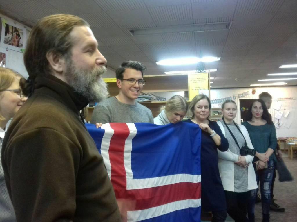 Різдво в коробках: діти з Кіровоградщини отримали подарунки від волонтерів з Ісландії. ФОТО - 3 - Благодійність - Без Купюр