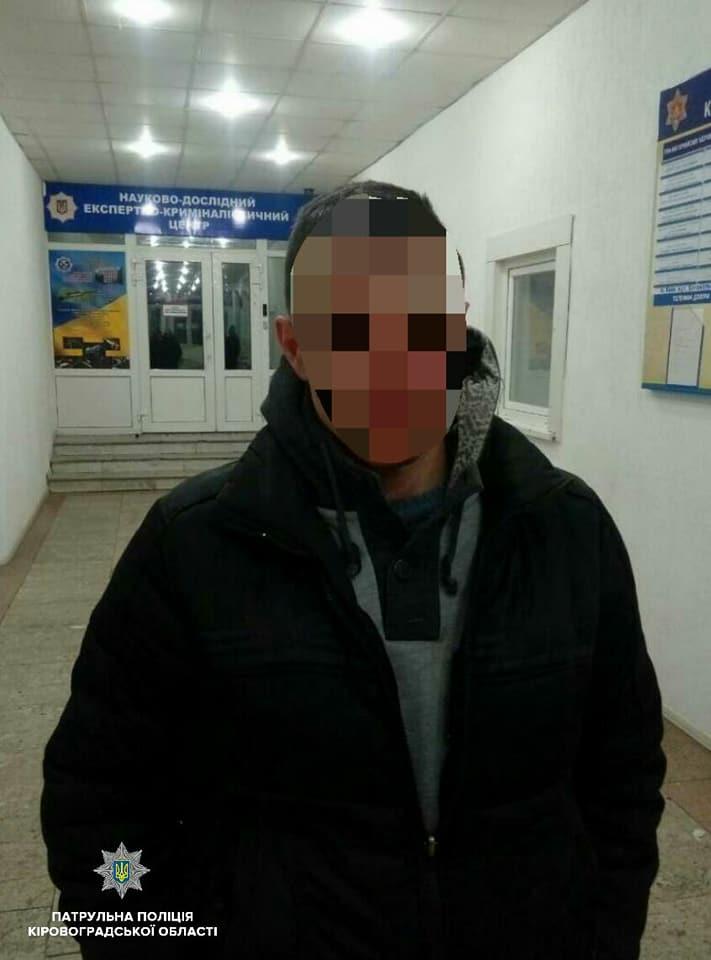 У Кропивницькому на центральній вулиці чоловік вихопив сумочку в перехожої. ФОТО - 1 - Події - Без Купюр