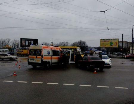 ДТП із постраждалими: у Кропивницькому маршрутка зіткнулась із Daewoo. ФОТО