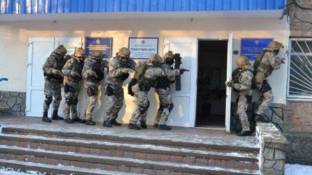 З'явилось епічне відео навчальної спецоперації поліції в Кропивницькому зі звільнення заручника