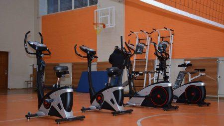 Школи Кропивницького отримали нове спортивне обладнання, тренажери й орбітреки. ФОТО
