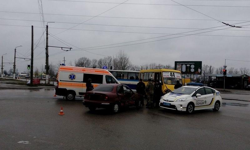 Без Купюр ДТП із постраждалими: у Кропивницькому маршрутка зіткнулась із Daewoo. ФОТО За кермом Події  маршрутка Кропивницький ДТП Daewoo
