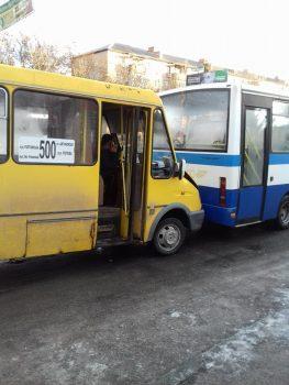 Невдалий ранок: у Кропивницькому в 2 ДТП постраждали 3 маршрутки та вантажівка. ФОТО