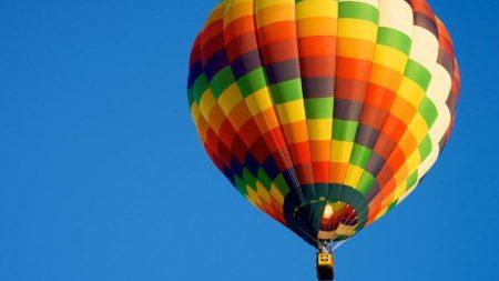 Шахрай, який видурив у кропивничан гроші за «політ» на повітряній кулі, судиться за свої ноутбук і телефони