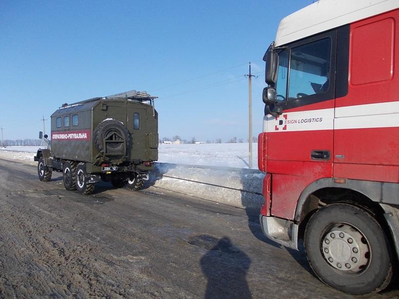 Рятувальники Кіровоградщини допомогли вибратись зі складних ділянок дороги майже 800 водіям. ФОТО 4