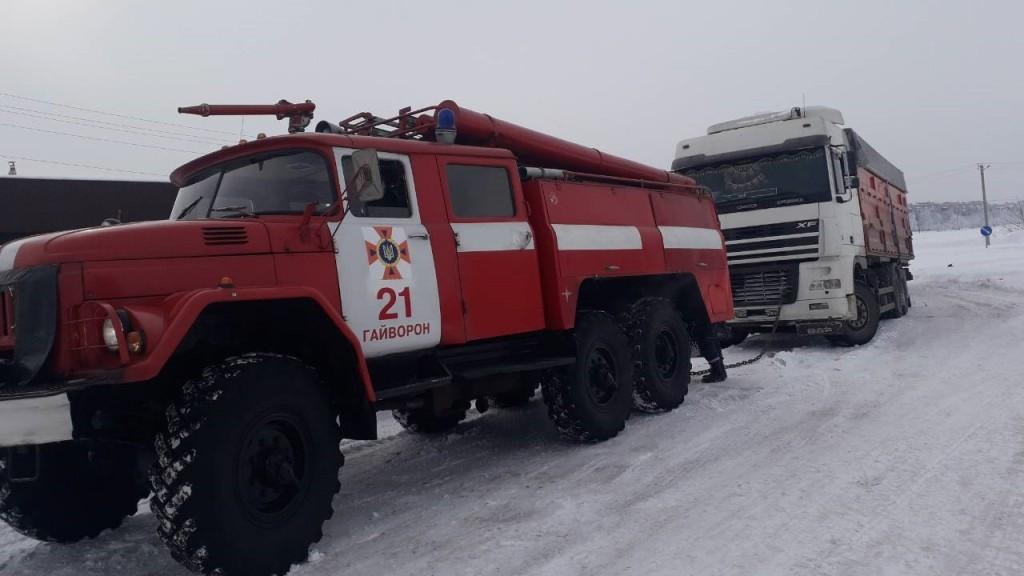 Під час снігопадів рятувальники Кіровоградщини 74 рази виїздили на допомогу водіям. ФОТО 5 - Події - Без Купюр