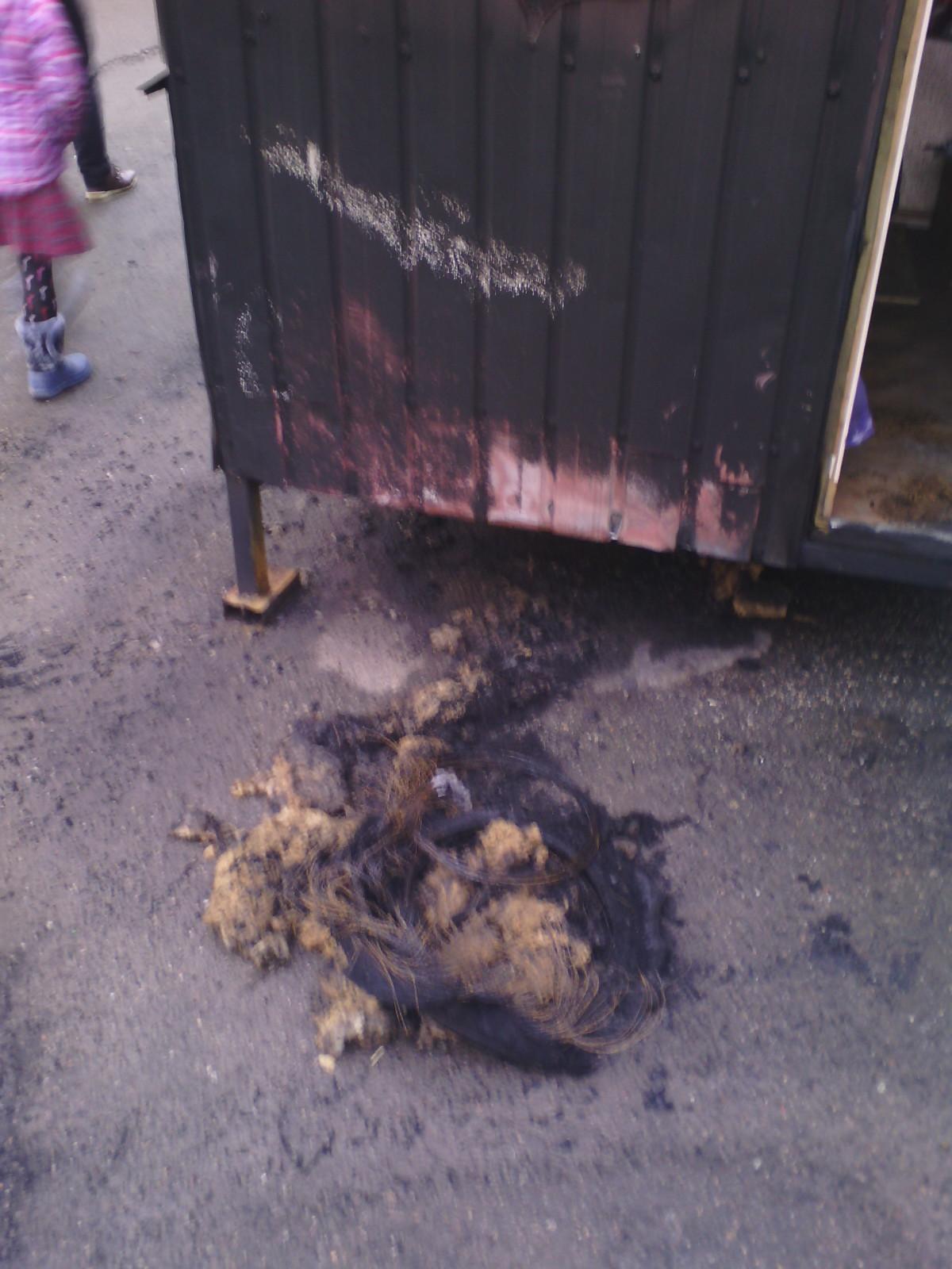 Кіровоградщина: у Знам'янці  підпалили кіоск із газетами, підклавши шину. ФОТО 3