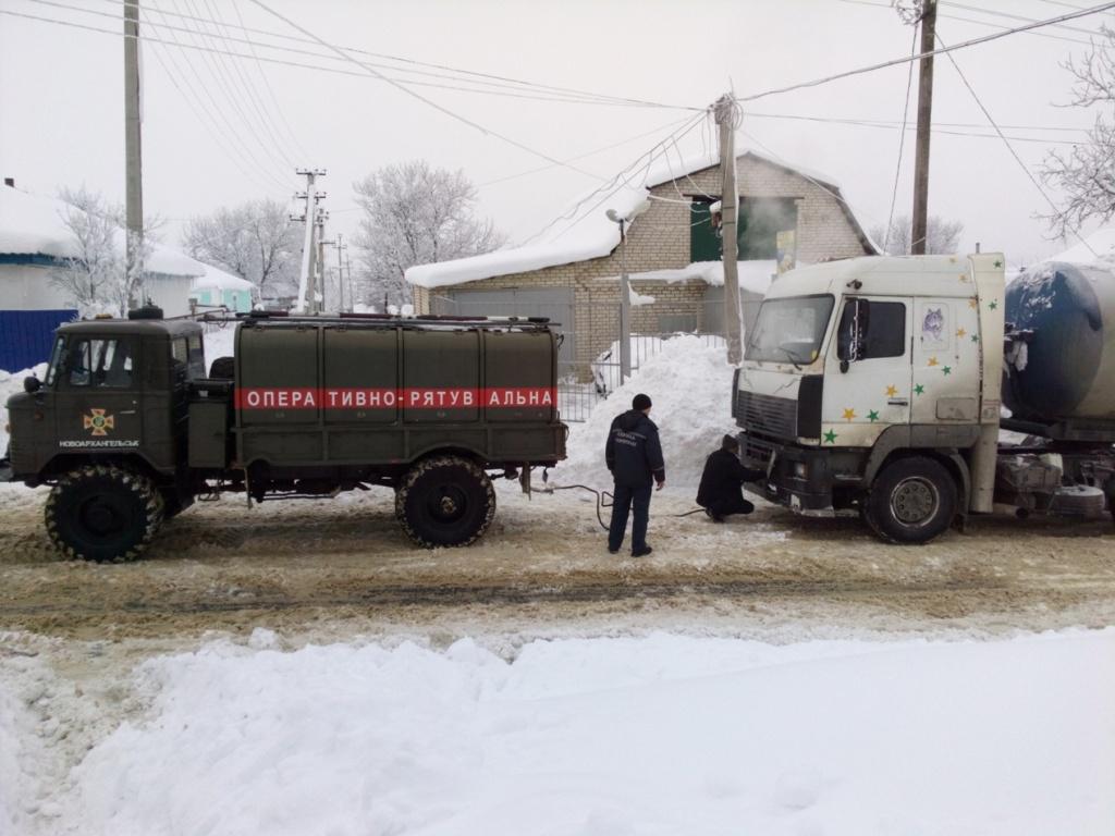 Під час снігопадів рятувальники Кіровоградщини 74 рази виїздили на допомогу водіям. ФОТО 4 - Події - Без Купюр