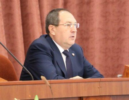 Міський голова Кропивницького пригрозив відставкою і розповів свою біографію