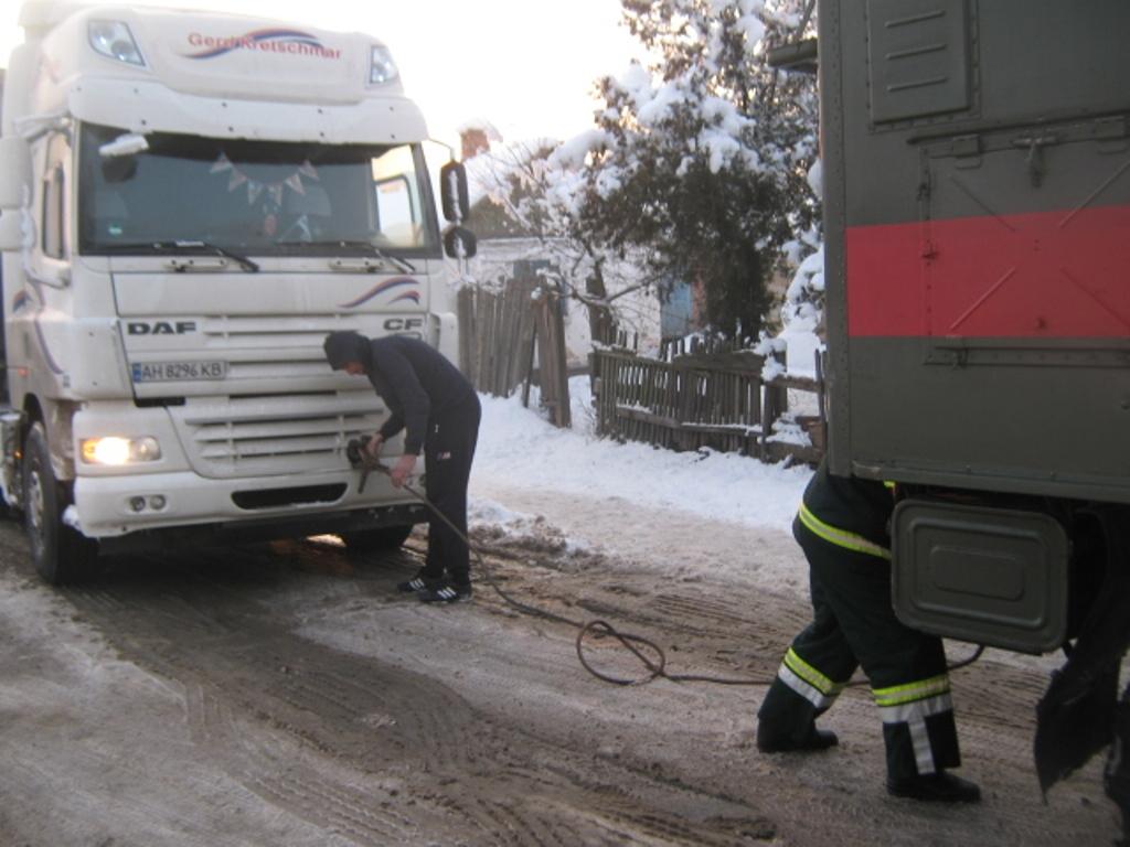 Під час снігопадів рятувальники Кіровоградщини 74 рази виїздили на допомогу водіям. ФОТО 1 - Події - Без Купюр