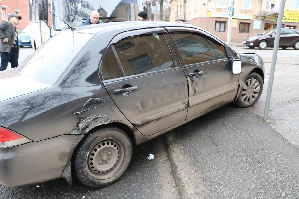 У Кропивницькому легковик зіткнувся з автобусом. ФОТО - 8 - Події - Без Купюр