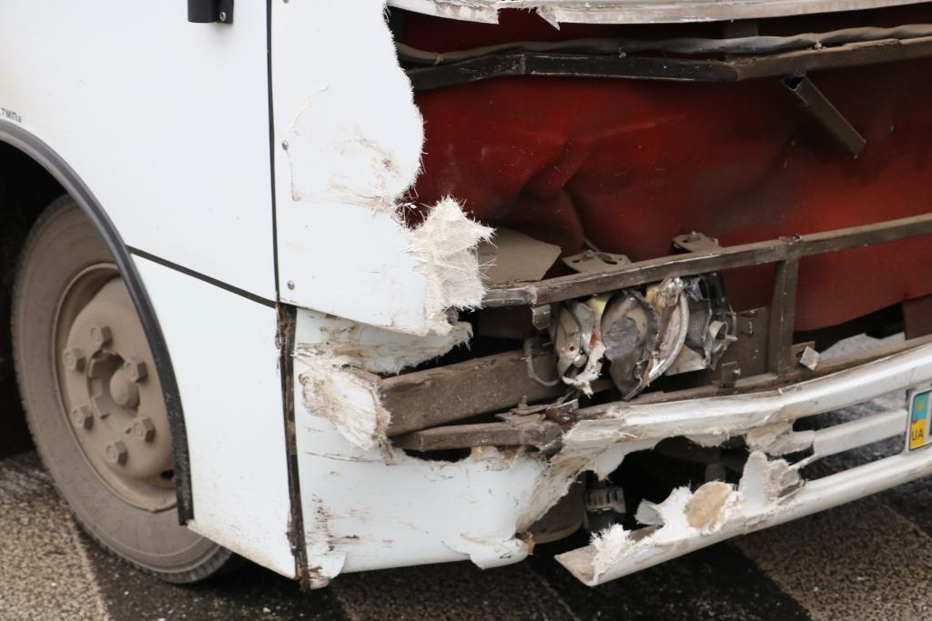 У Кропивницькому легковик зіткнувся з автобусом. ФОТО - 10 - Події - Без Купюр