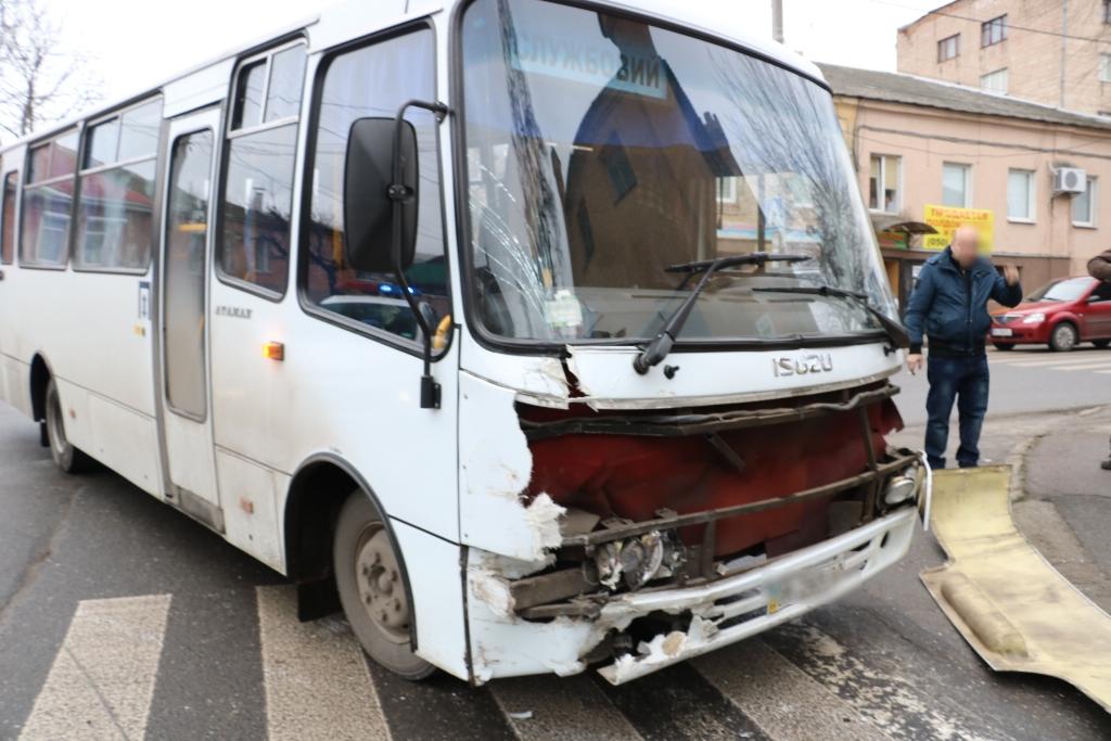 У Кропивницькому легковик зіткнувся з автобусом. ФОТО - 11 - Події - Без Купюр