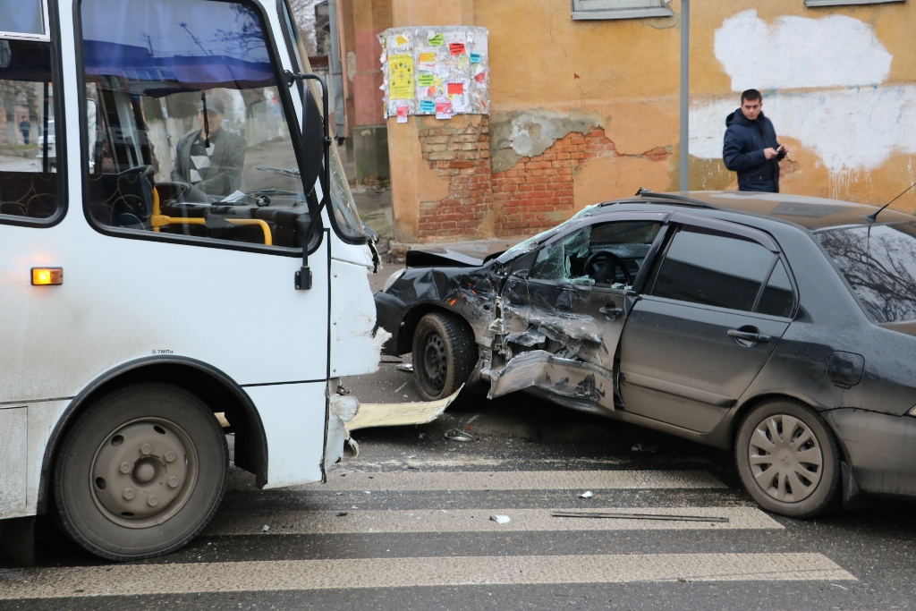 У Кропивницькому легковик зіткнувся з автобусом. ФОТО - 12 - Події - Без Купюр