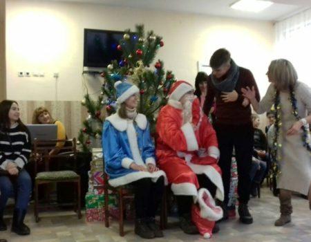 Різдво в коробках: діти з Кіровоградщини отримали подарунки від волонтерів з Ісландії. ФОТО